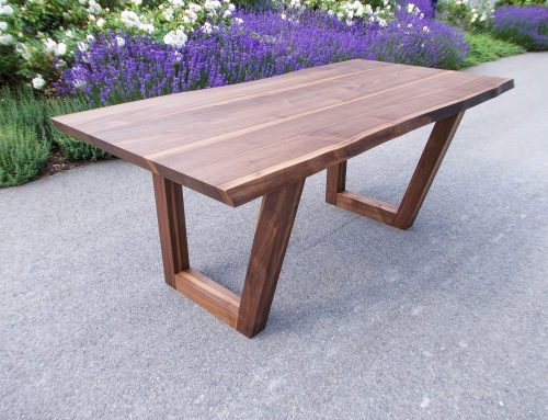 Vier Beine, eine Holzplatte?